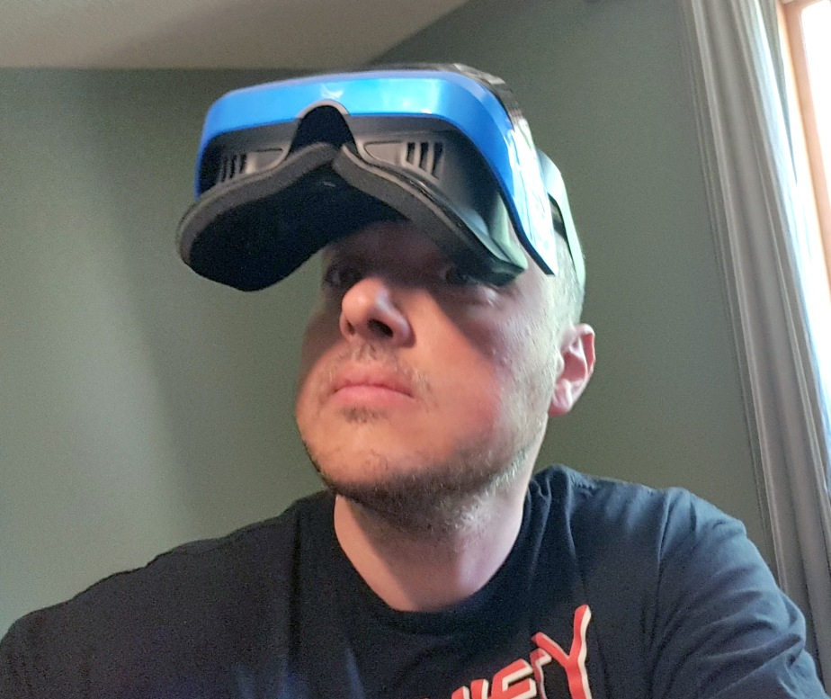"""Unboxing and first look at the new Microsoft """"Mixed Reality"""" VRheadset"""
